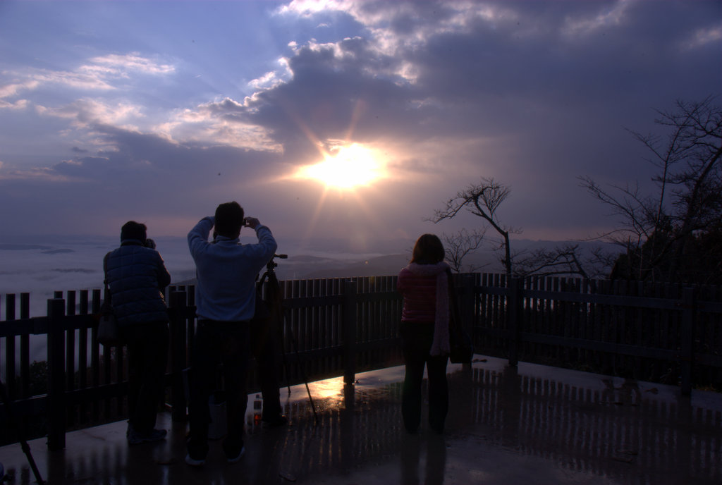 高谷山 写真を撮る人